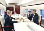 习近平同普京乘高铁赴天津:咱们跑到300公里啦