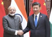 习近平在青岛会见印度总理莫迪