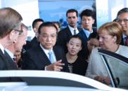 李克强与默克尔体验自动驾驶车:下次请你到中国体验