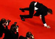 《自由广场》首映 男星爬红毯
