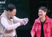 """视频:张凯丽小品《父母的婚礼》复古""""三大件儿""""登场"""