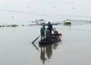 老人落水奄奄一息,三名赣州村民二话不说下水救人