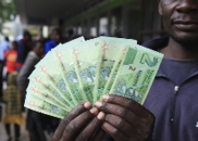 百亿面值钞票曾经贬如废纸 津巴布韦经济状况今如何