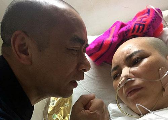 修水51岁老师带着病妻去教书:照顾妻子 教好学生