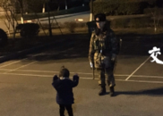 """""""爸爸,我来陪你站岗"""""""