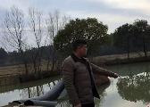 新余七旬老人坠入池塘 村支书纵入刺骨冰水中救人