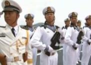 舰艇仪仗队再次整齐列队 以海军特有礼仪向习近平致敬