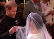 哈里王子掀起梅根头纱 两人深情对望