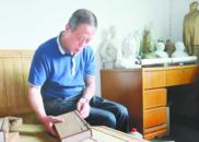 南昌县一六旬老人跑遍全国 20年收集4000多本红色文献