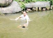 """浙江跳湖救出溺水男童 英雄:""""我是郑州人!"""""""