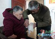 修水男子照顾残疾母亲21年 日复一日从不说苦言累