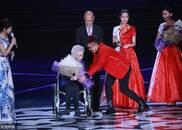 96岁高龄秦怡轮椅亮相北影节:我离不开电影了