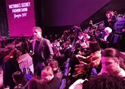 视频-维秘独家:大秀即将开始 内场观众已坐满