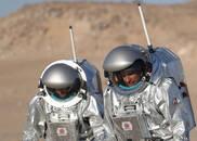 """科学家沙漠内建""""移民基地""""模拟登陆火星"""