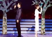 视频:靳东袁泉合体演唱《当爱已成往事》