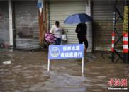 昆明连日暴雨引发城市内涝 多处交通中断