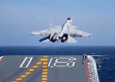 辽宁舰编队跨区训练 歼-15连续滑跃起飞
