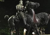 严防骚乱!美国多地连夜移除内战时期南方邦联雕像