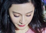 [现场细节]李晨单膝跪地向范冰冰求婚 女方感动落泪
