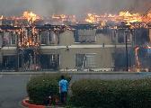 美国加州大火增至38人罹难 10万居民被迫撤离