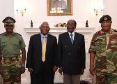 英媒:穆加贝坚持自己是唯一合法总统 拒绝军方调解