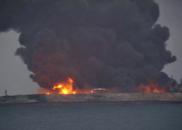 巴拿马籍油船与香港籍散货船碰撞起火 32人失联
