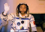 记中国航天员:你们飞多高,中国人的头就能昂多高