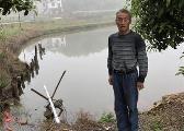 小轿车冲入水塘 宜春年近7旬老汉勇救5人