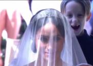 梅根由查尔斯王子陪伴走进教堂 身后缺牙小花童亮了
