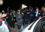 刘德华坠马返港送医 遭媒体围堵险下不了救护车(图)