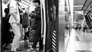 """京港地铁全线覆盖屏蔽门""""防夹挡板"""""""