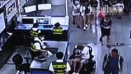 男子轮椅夹藏324部旧苹果手机入境被查