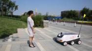 京东发布无人配送车 明年将有望大规模商用