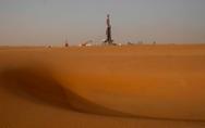 """石油与政治:沙特的""""七伤拳""""及其背后的国际政治博弈"""