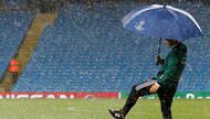曼城欧冠比赛因突降大雨延期 推迟一天进行补赛