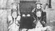 【老照片】清朝夫妻真实面貌:头上装饰反映阶层