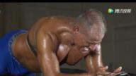 平板支撑坚持10多个小时!60岁健身教练破世界纪录了