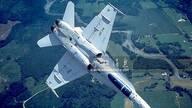 战机如何迷惑敌方?在机腹画上假座舱盖