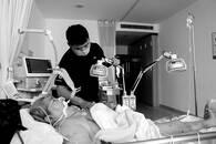 """暖""""心""""闻:蓝田30岁小伙照顾瘫痪在床母亲18年"""