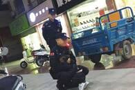 安徽暖新闻10月盘点:辅警中秋夜执勤 女儿突然出现