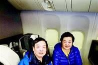 纽约至北京的飞机上 武汉老夫妇救助半休克重病男子