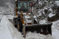 90后女司机开自家铲车 为村民除雪开路十公里