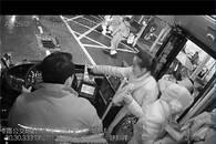 情人节公交司机收到鲜花 监控记录感人一幕