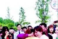 三岁女童被带离武汉漂泊26年 警察、志愿者助其回家