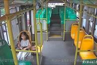 粗心爷爷弄丢九岁孙女 热心公交人追车找回