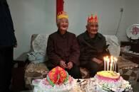 泰安百岁老太迎来钻石婚:我要活到104岁陪老伴过百岁