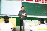 """安庆""""铁人教师"""" 32年坚守乡村学校"""