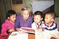 教授奶奶义务教300多个孩子学英语