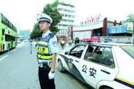 """安徽肥东三岁男童被烫伤 交警护航开辟""""生命通道"""""""