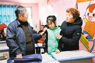"""暖""""心""""闻:6年间她为400多名智障儿童撑起一个家"""